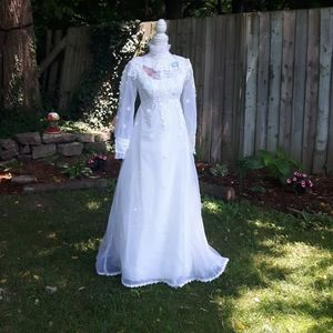 Vintage long-sleeve lace wedding dress size S/M